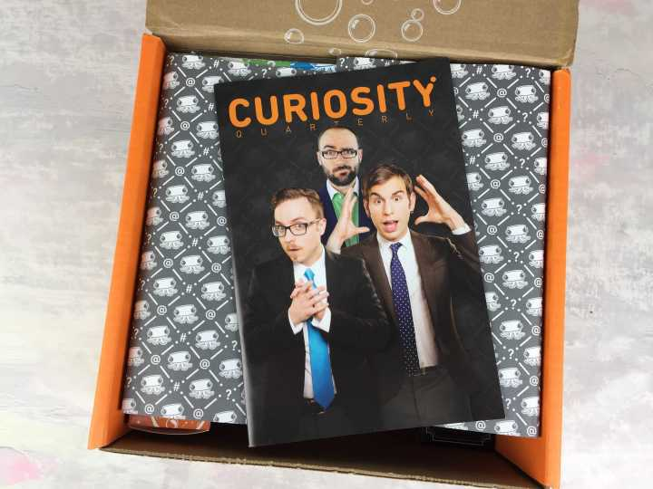 the-curiosity-box-by-vsauce-winter-2016-unboxing