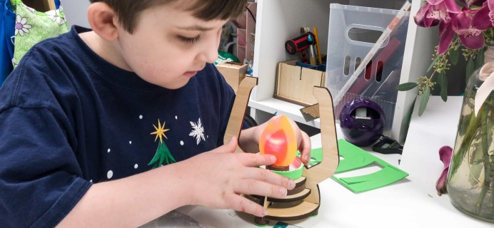 KiwiCo Make-And-Play Fort Review – Light-Up Lantern