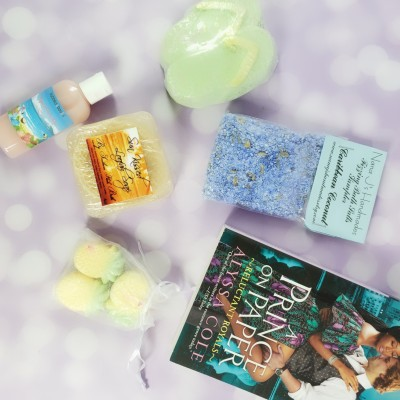 Bubbles & Books Subscription Box Review + Coupon – June 2019